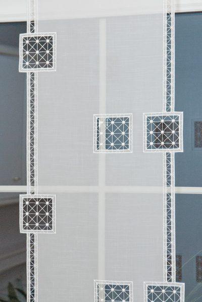 Moderner Flächenvorhang Schneeballspitze Quadrat 40 breit Plauener Spitze Detailbild_2