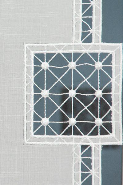 Moderner Flächenvorhang Schneeballspitze Quadrat 40 cm breit Plauener Spitze Detailbild
