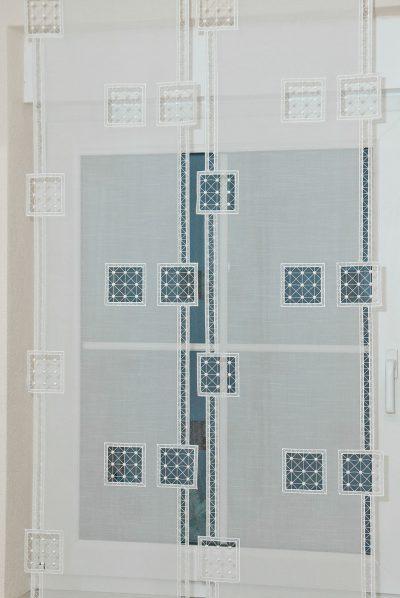 Moderner Flächenvorhang Schneeballspitze Quadrat 40 cm breit Plauener Spitze Detailbild_