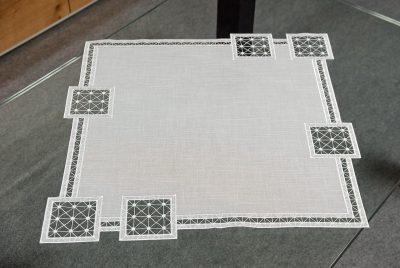 plauener-spitze-tischdecke-modern-60x60-cm
