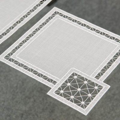 plauener-spitze-tischdecke-modern-Quadrat-25x25-cm.jpg10