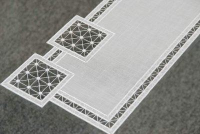 plauener-spitze-tischdecken-modern-Quadrat-24x70-24x55-detailbild.jpg2