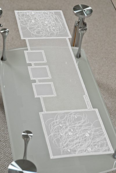 Tischläufer Schneeballspitze modern 17×70 cm
