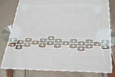 Moderner Tischläufer Plauener Spitze Schneeballspitze edel
