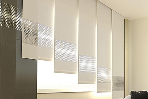 Gestaltungsbeispiel Flächenvorhang Directcut für das Schlafzimmer